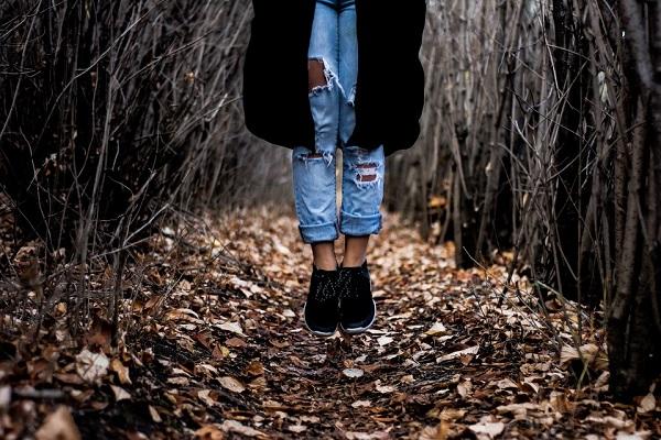 jeansi-rupti-tinute-si-cum-sa-porti-blugii-rupti